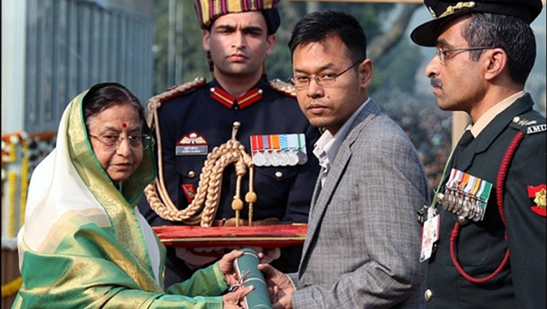 The martyr's brother Prof L Boeing School receiving the Ashoka Chakra from  President on Republic Day, 2011